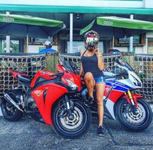 про девушку на мотоцикле
