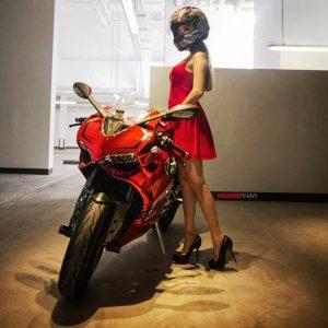 девушки ездят на мотоциклах