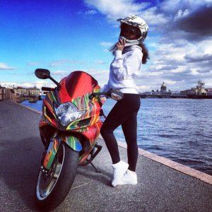 заставки девушки на мотоциклах