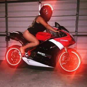 девушка на мотоцикле на аву