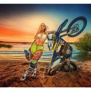девушка мотоцикл авария
